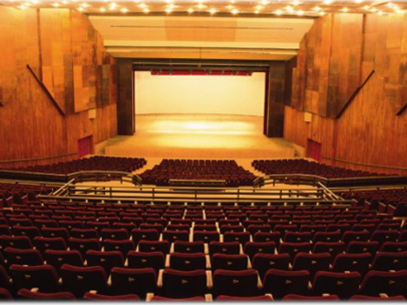 Forro do Teatro Castro Alves ameaça desabar