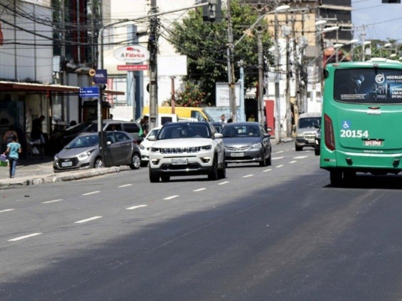 Avenida Paulo VI tem trânsito bloqueado por causa de obra emergencial