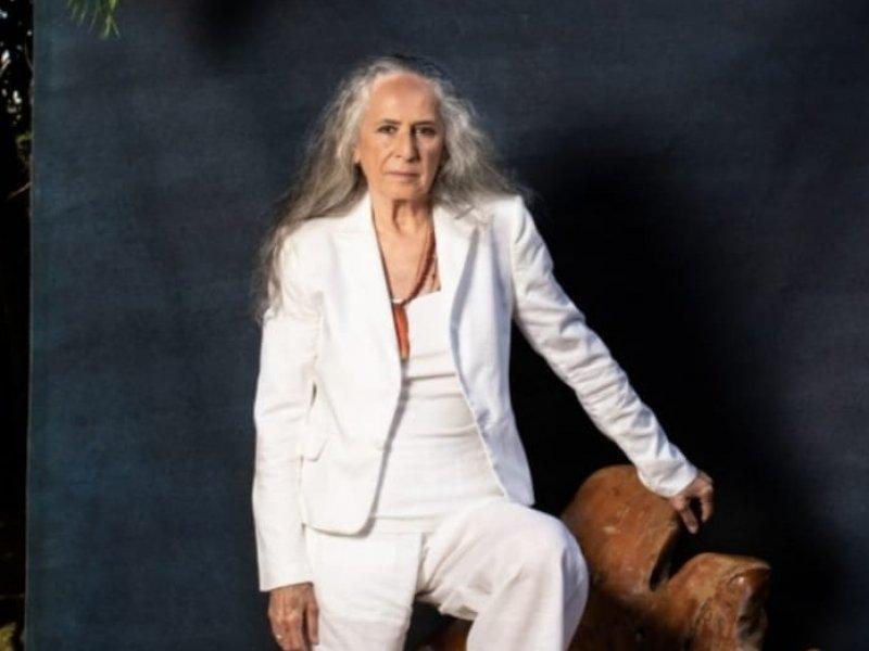 Maria Bethânia faz 75 anos e anuncia nova música: 'A flor encarnada'