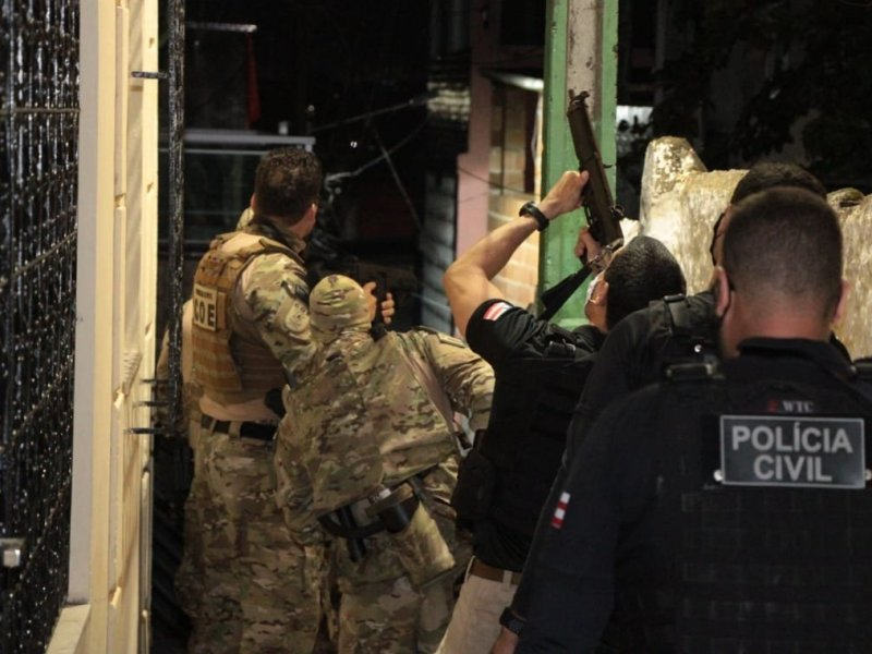 Operação contra ataques a bancos é deflagrada em cinco bairros de Salvador