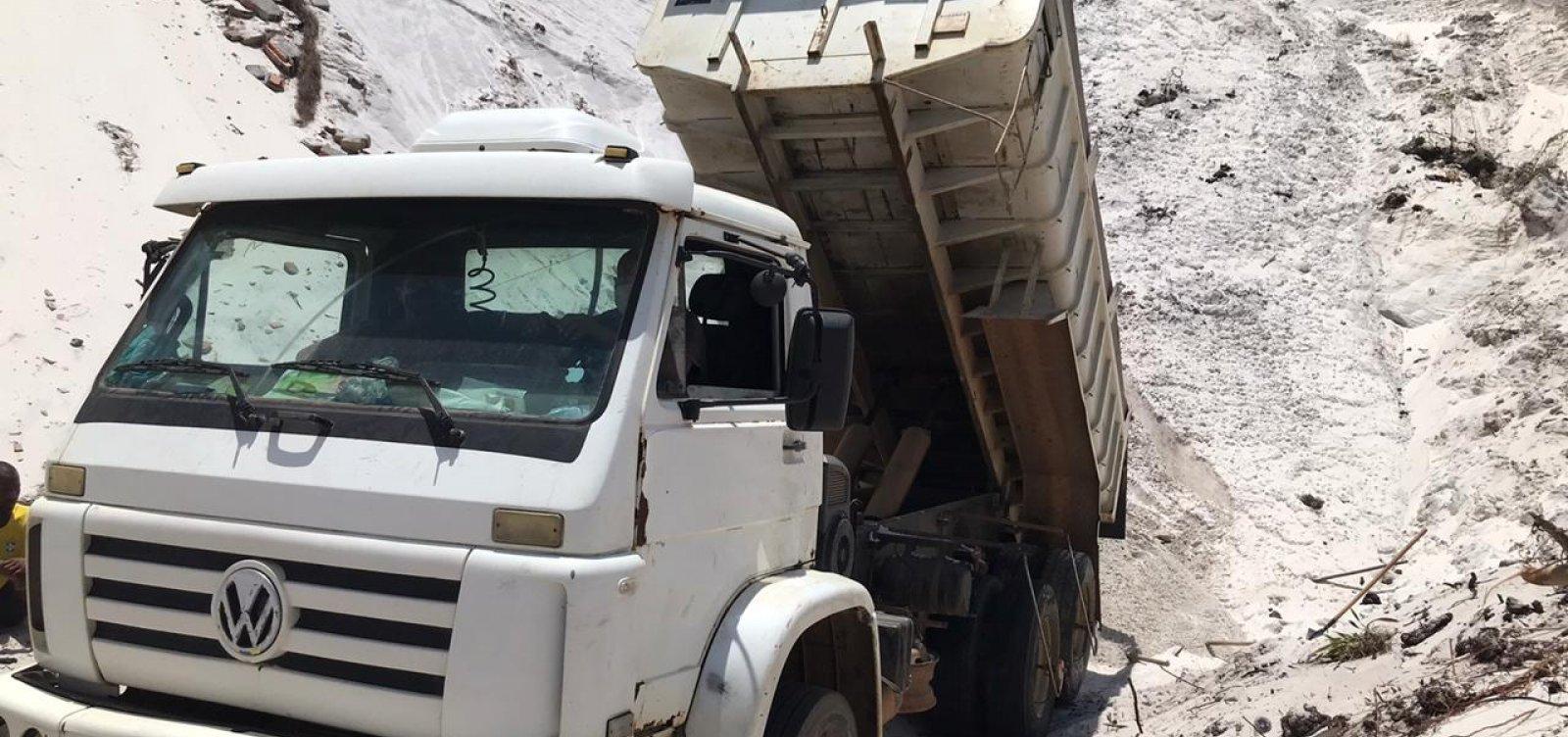 Polícia prende cinco pessoas que retiravam areia de dunas em Jauá