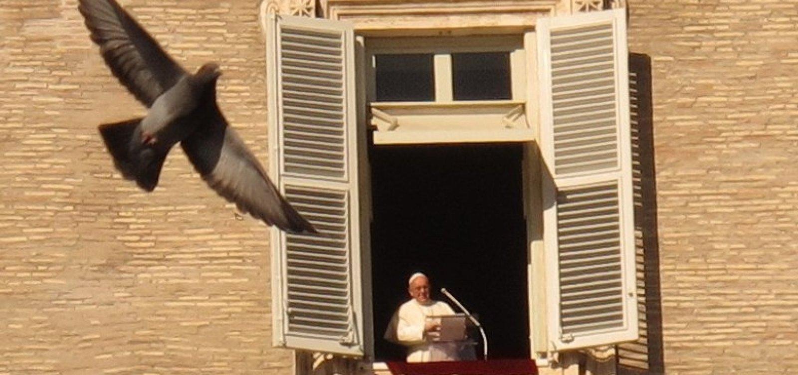 Papa Francisco anuncia que receberá vacina contra Covid-19 na próxima semana e critica negacionistas