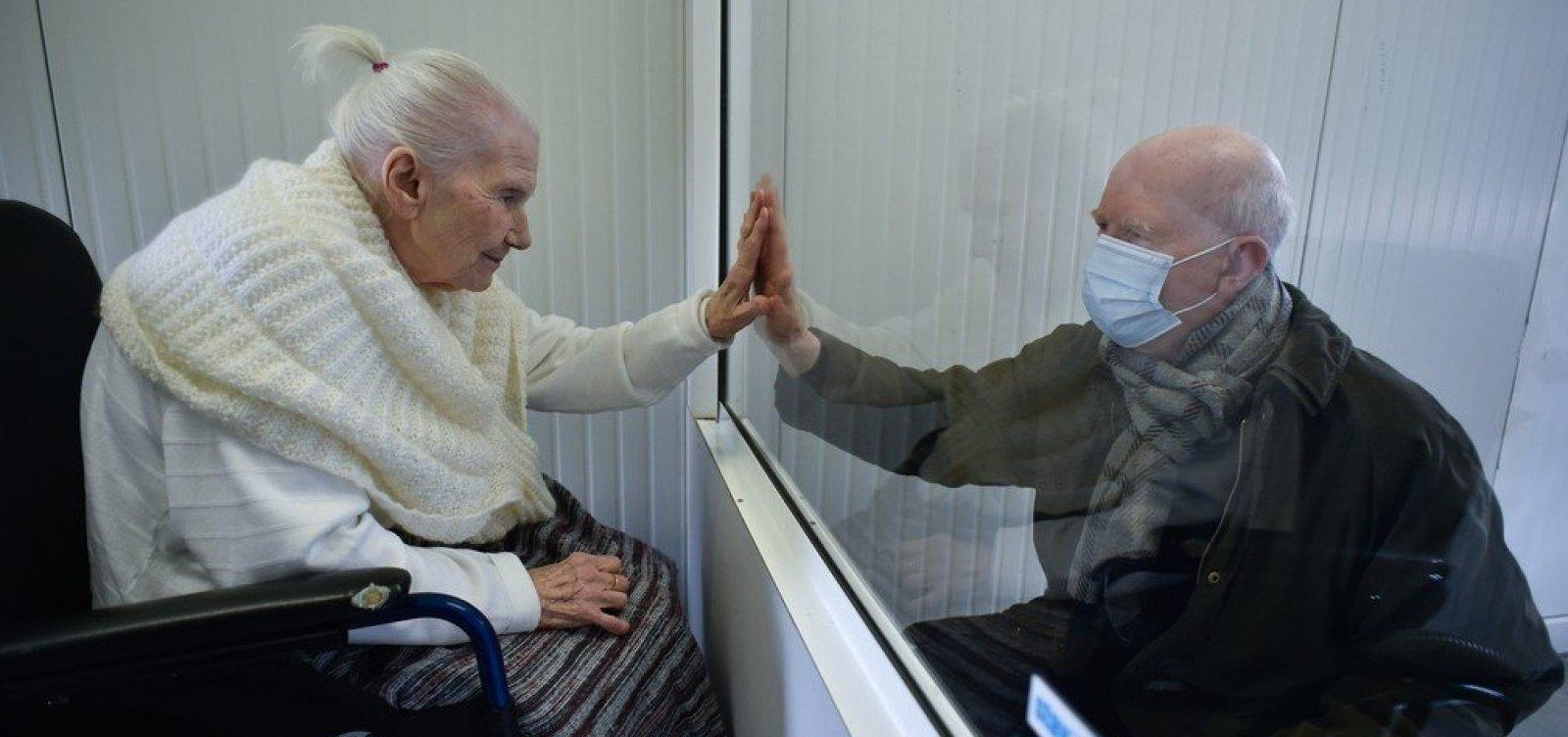 Foram atingidas pelo coronavírus quase 24% das Instituições para idosos do Brasil
