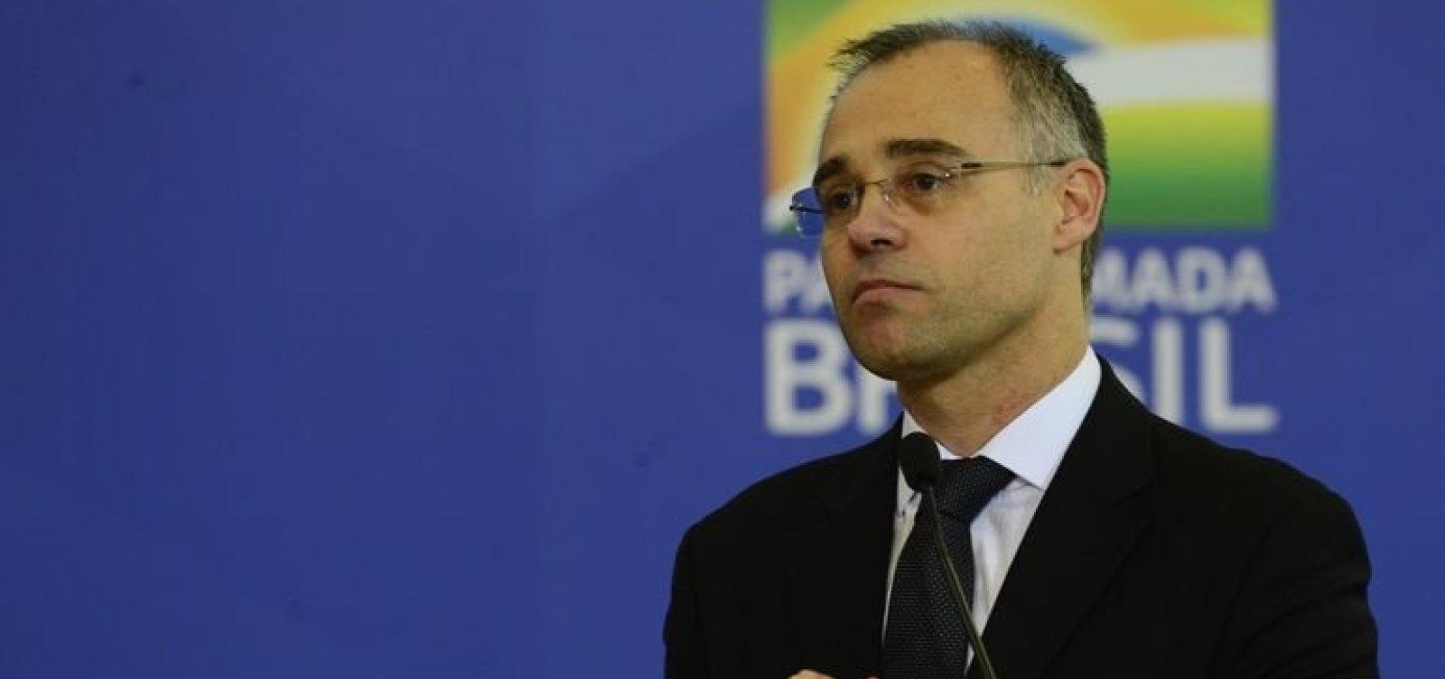 Ministro da Justiça diz que vai pedir abertura de inquérito para apurar textos de jornalistas