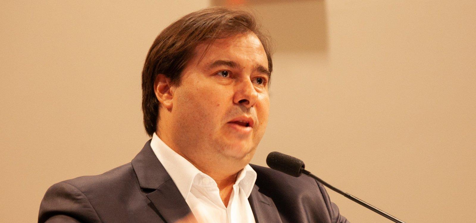 Maia não abrirá processo de impeachment contra Bolsonaro, mas não arquiva pedidos