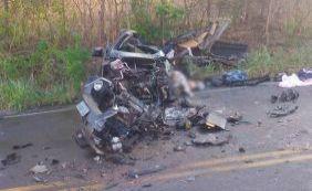 Colisão entre carro e caminhão deixa quatro mortos na BR-142