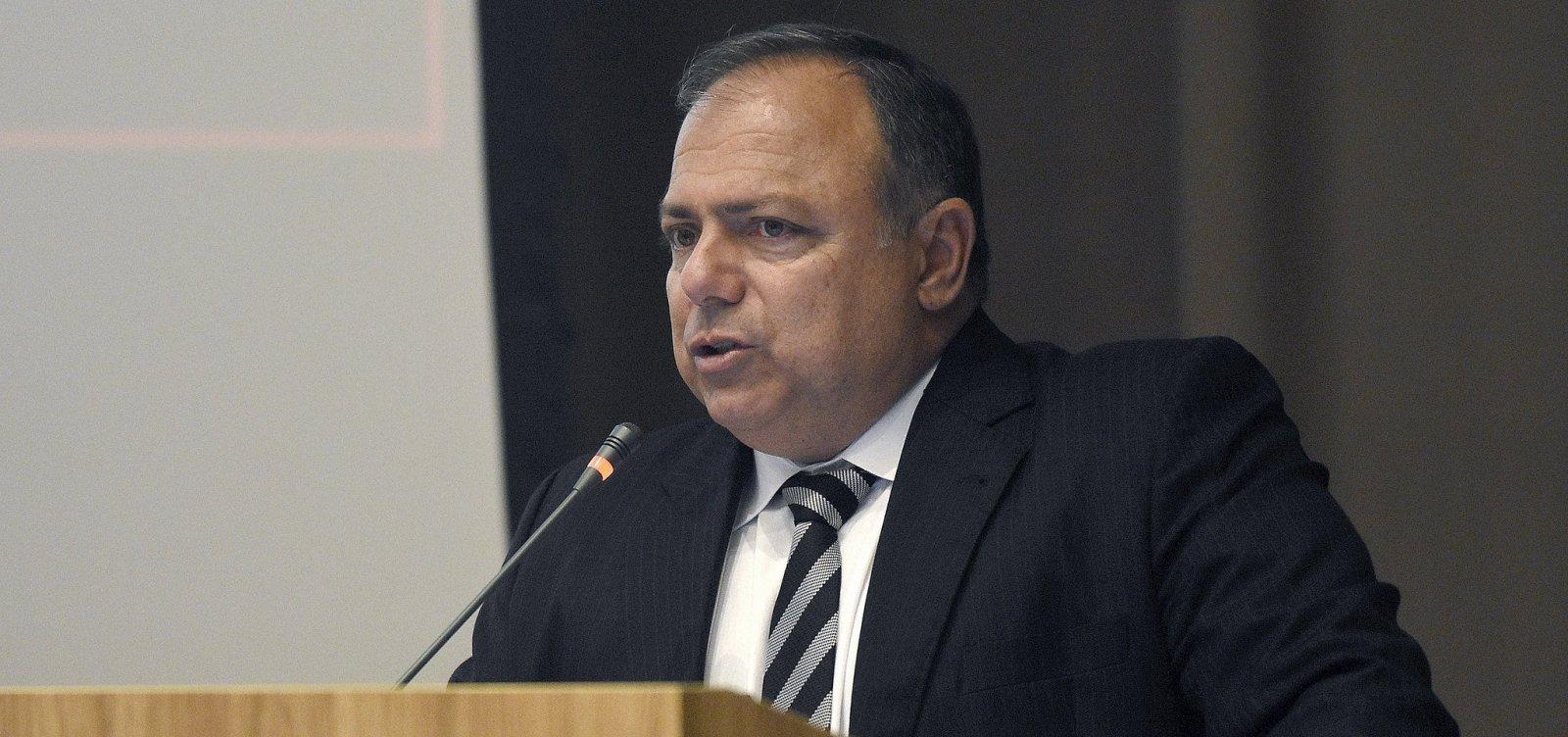 'Vacinação vai começar no dia D e na hora H', diz Ministro da Saúde