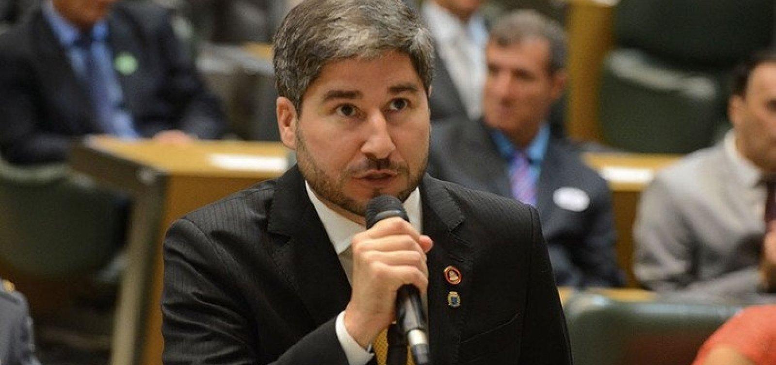 Deputado que assediou colega parlamentar consegue liminar que suspende processo disciplinar do partido
