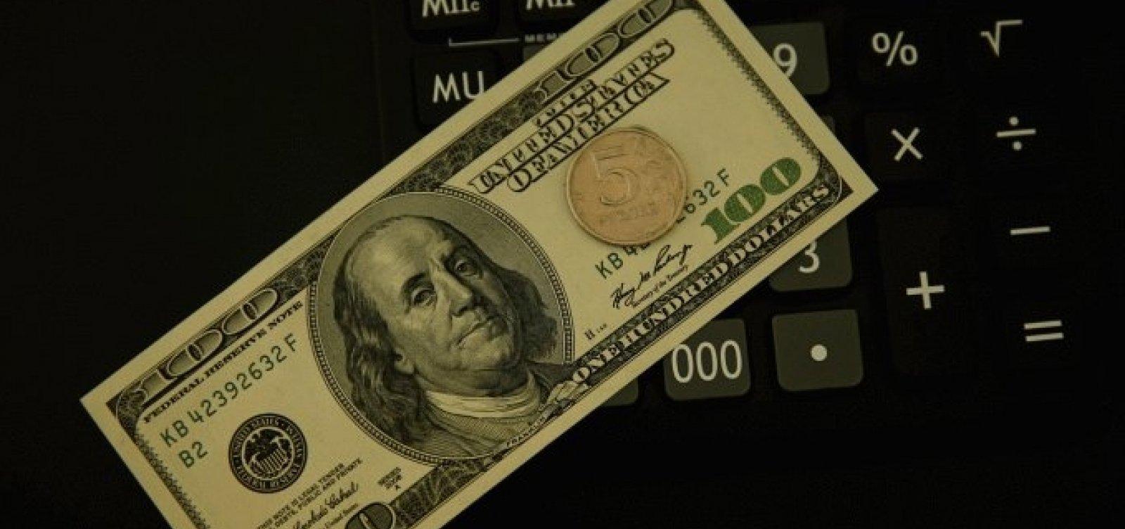 Dólar termina o dia cotado a R$ 5,20, com expectativa de estímulos nos Estados Unidos