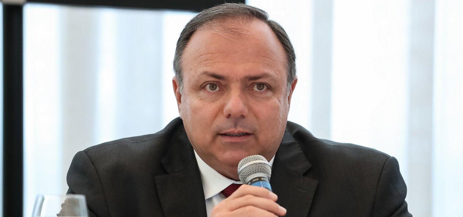 Governo reconsidera evento de anúncio da vacinação após colapso em Manaus
