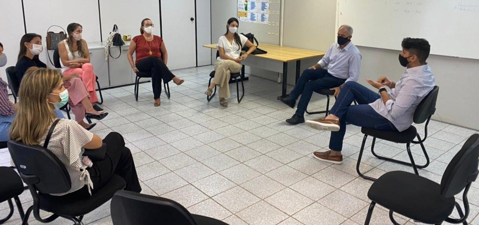 Grupo de pais se reúne com secretário e pede retomada das aulas no início de fevereiro