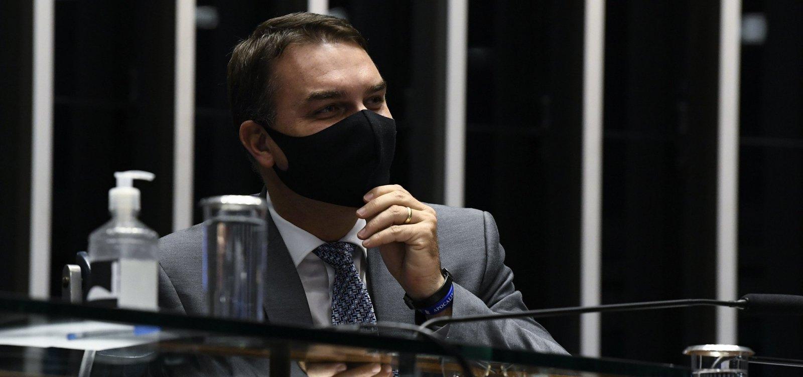 'Esfera federal não tem nada a ver', declara Flávio Bolsonaro sobre crise em Manaus