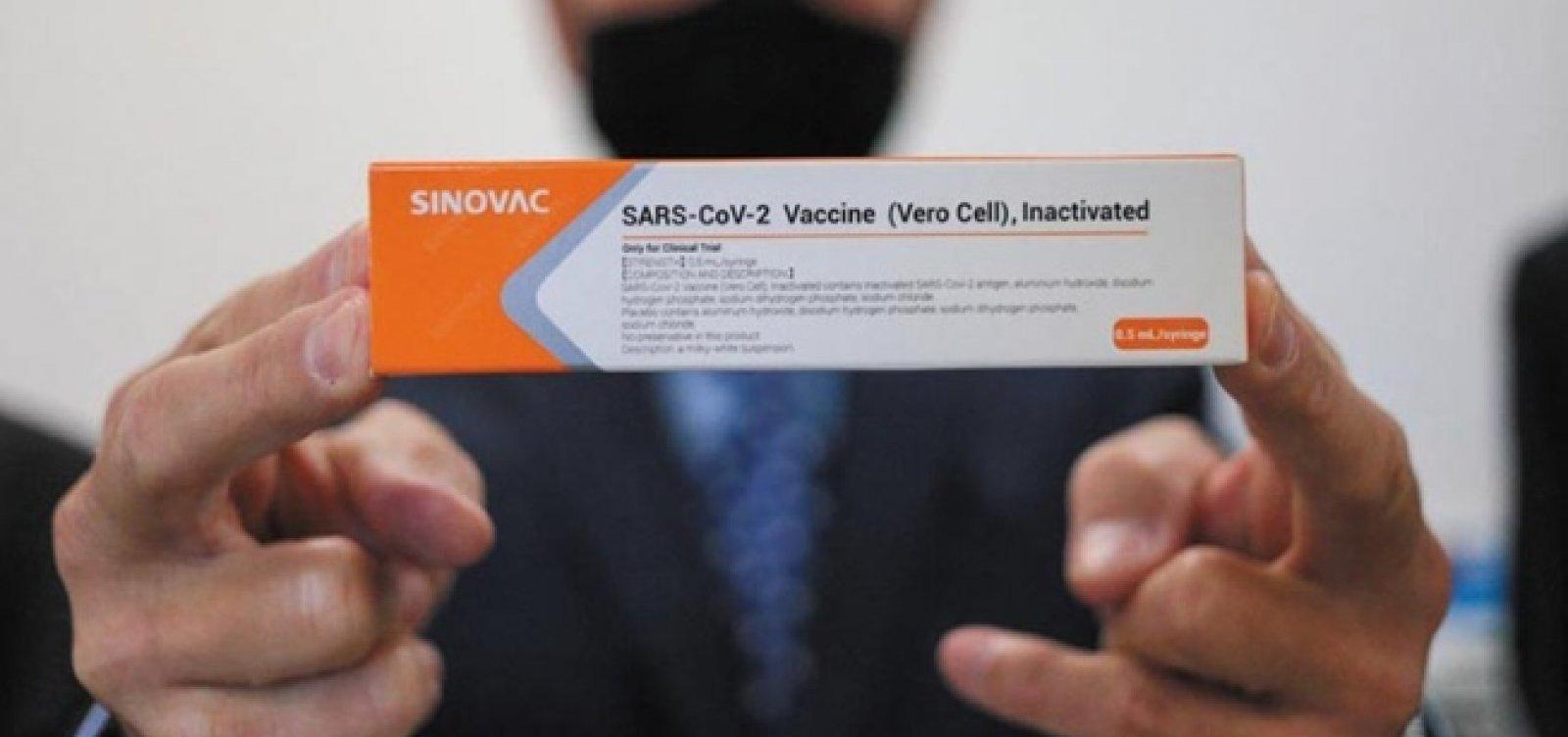 Após Índia negar envio imediato de doses da vacina de Oxford, governo federal requisita Coronavac