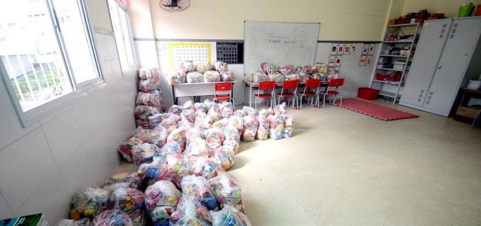 Prefeitura de Salvador inicia nova etapa de entrega de cestas básicas para alunos nesta segunda