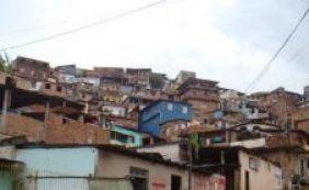 Mulher é morta com nove tiros no rosto no bairro de Fazenda Grande do Retiro