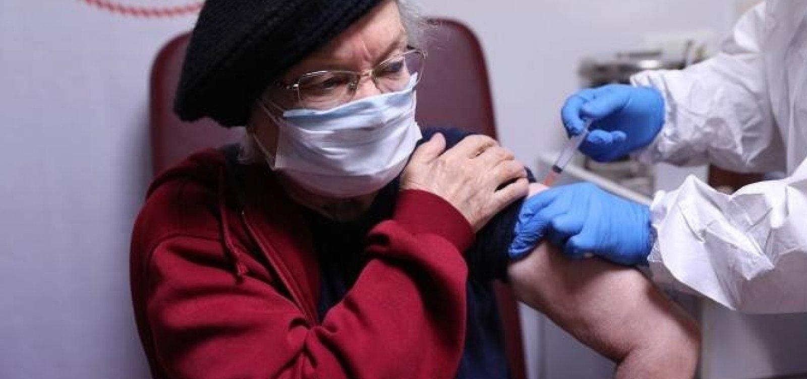 Em primeira semana, Turquia vacina 1 milhão de pessoas