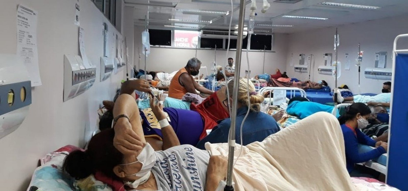 Diante de crise, governadores defendem cota extra de vacinas para Manaus