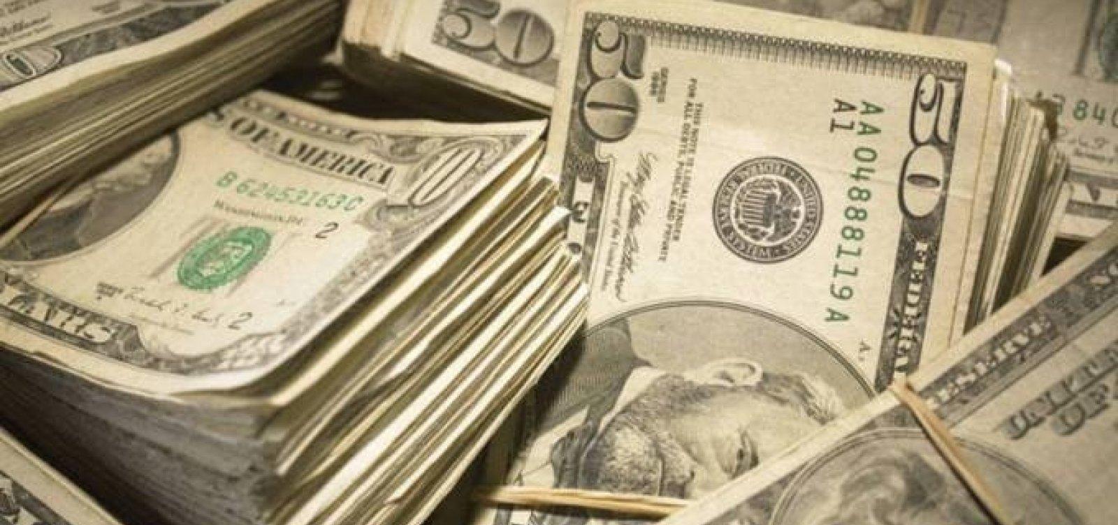 Com maior variação percentual diária em quatro meses, dólar fecha em alta de 2,17%
