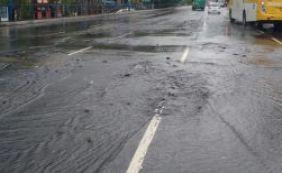Três faixas da Avenida Tancredo Neves são interditadas após vazamento