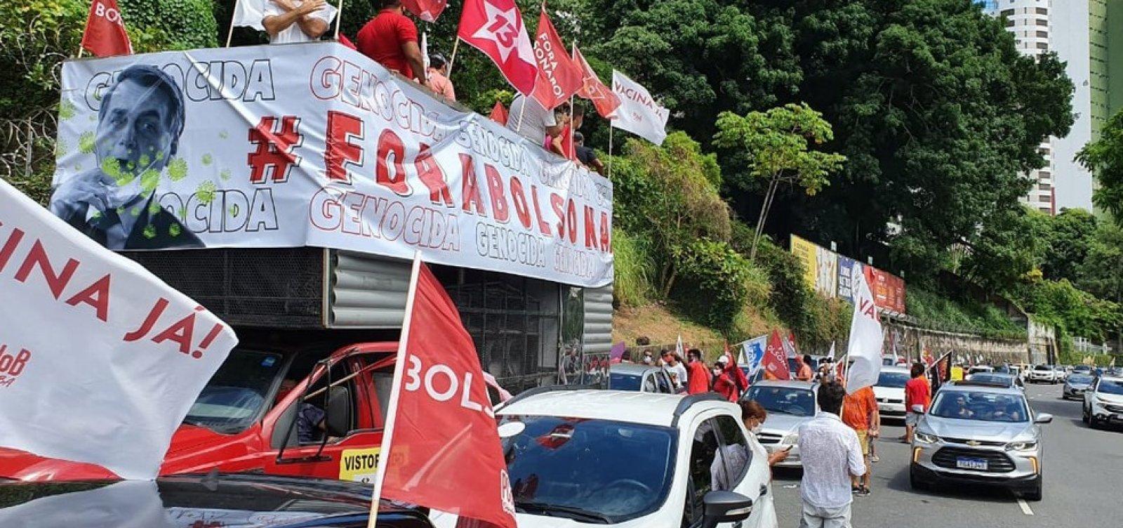 Carreata contra Bolsonaro e a favor da vacina é realizada no Centro