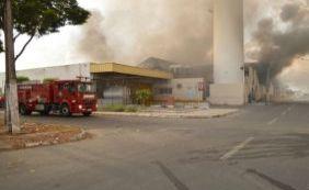 Incêndio destrói parte de supermercado em Feira de Santana