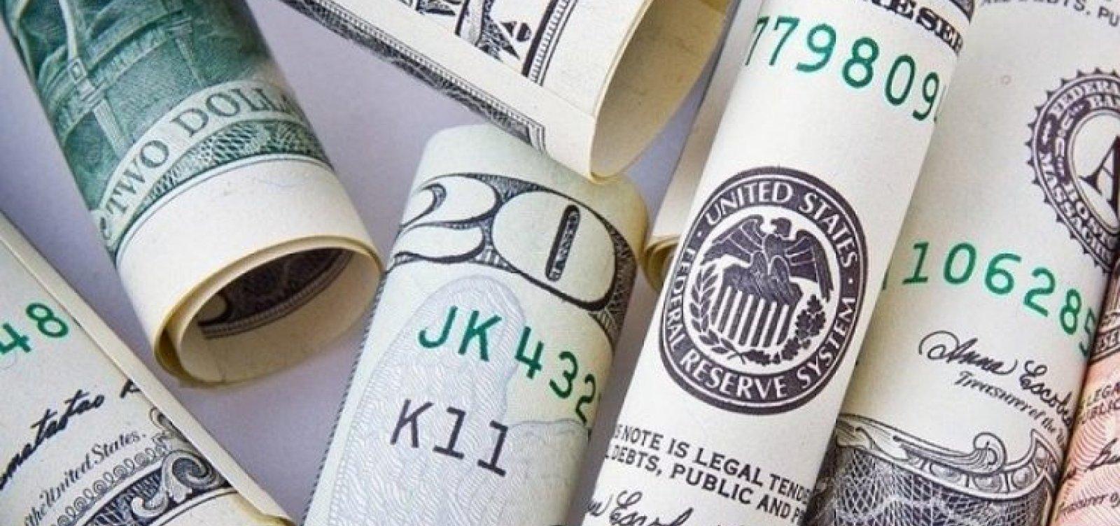 Dólar comercial fecha em alta de 0,60%