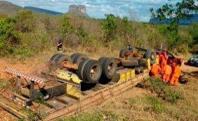 Chapada Diamantina: caminhão tomba e deixa dois mortos na BR-242