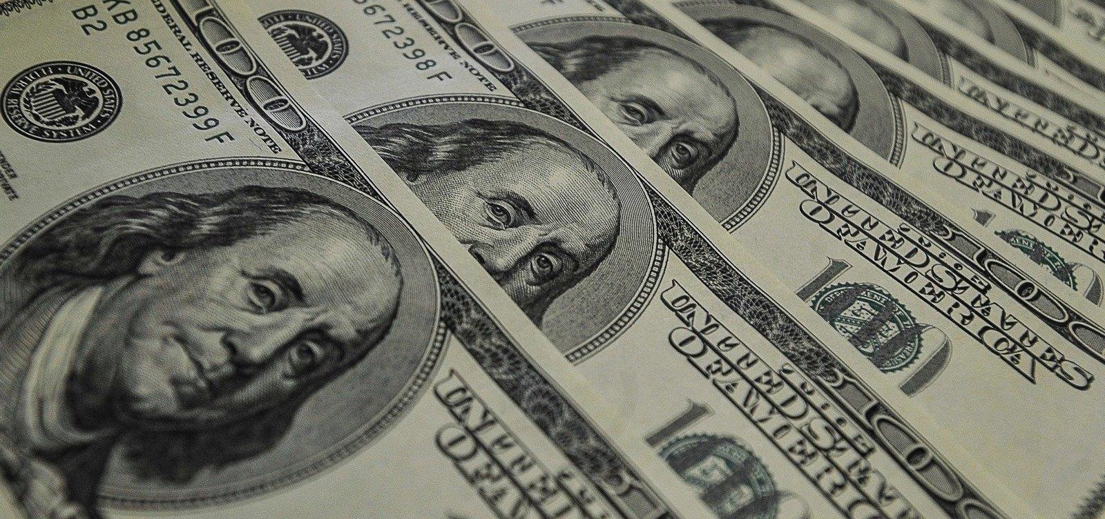 Dólar fecha em forte queda, cotado a R$ 5,33