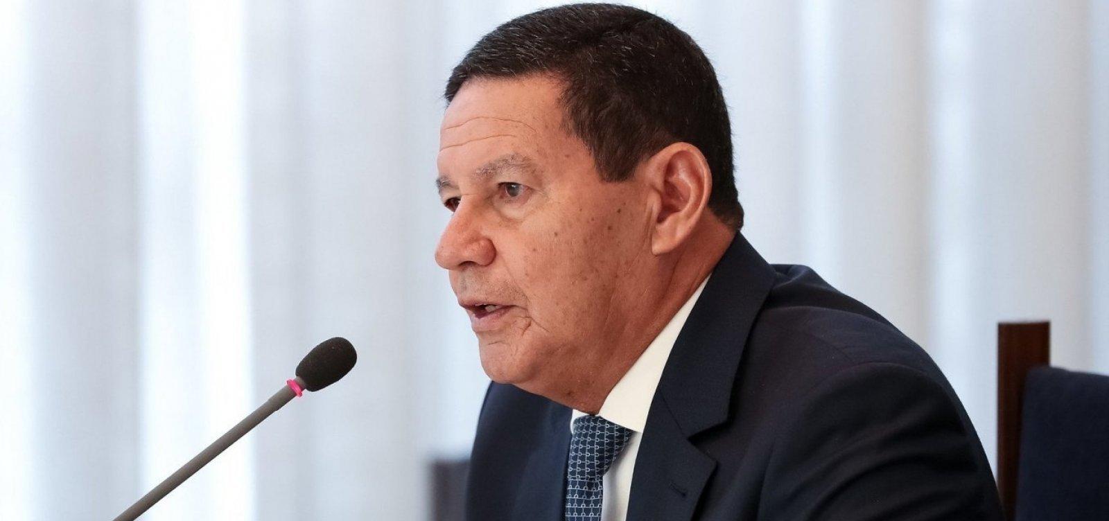 Afastados: Mourão diz que comunicação com Bolsonaro 'faz falta'