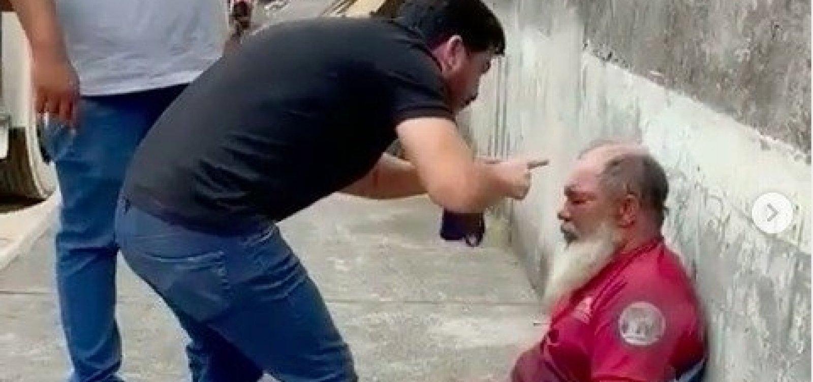 Deputado cassado Marcell Moraes filma e divulga agressão a homem acusado de espancar animal