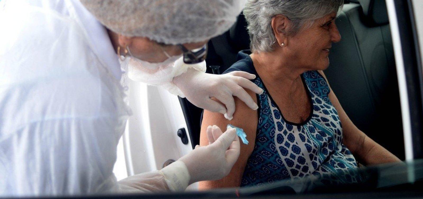 Salvador inicia vacinação contra Covid-19 por drive-thru