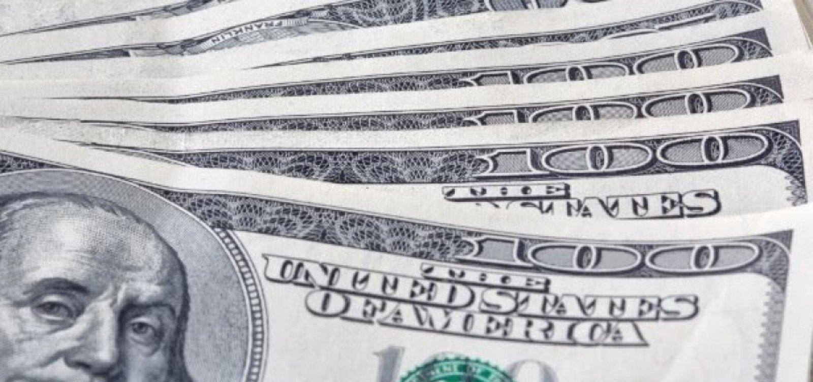 Dólar fecha em alta, cotado a R$ 5,436