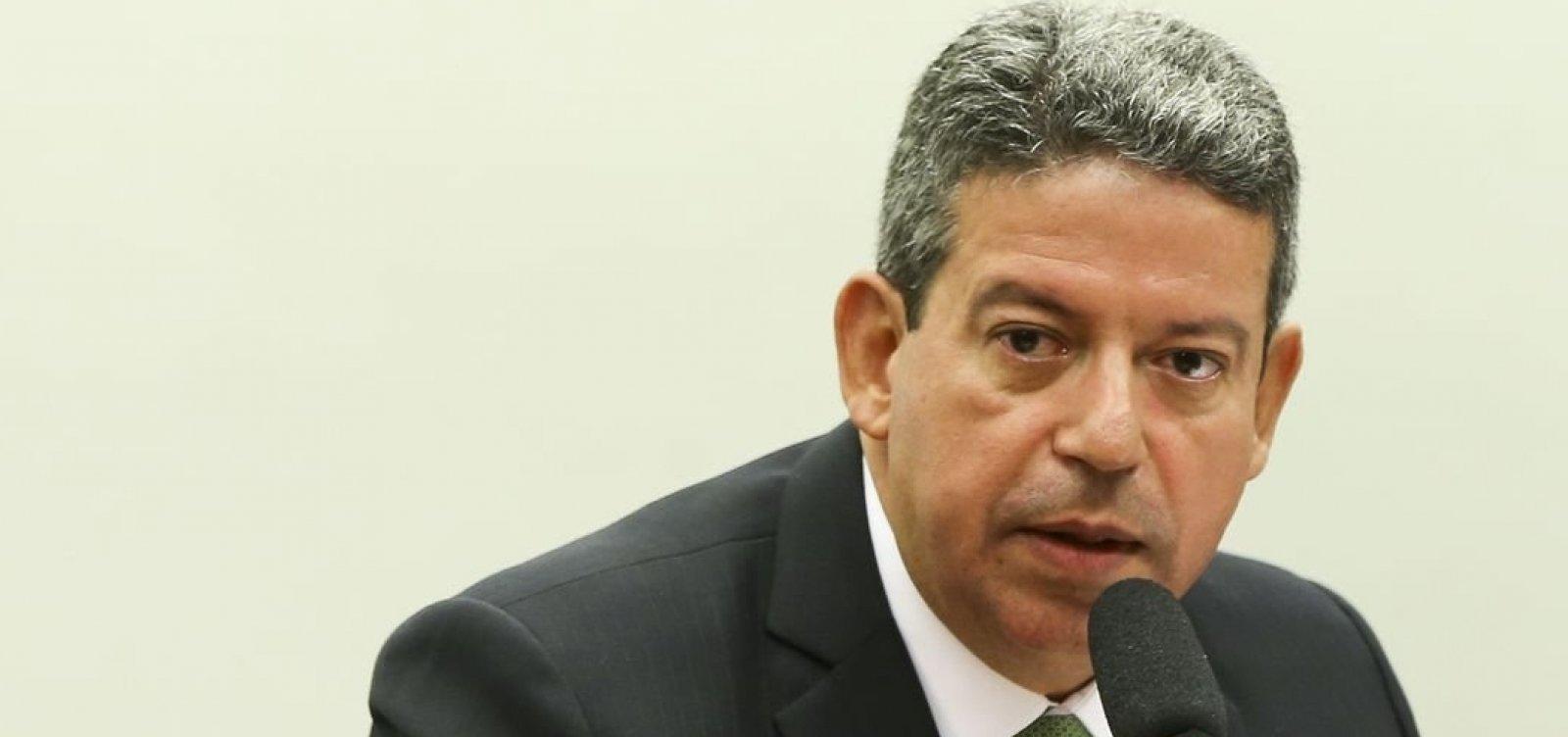 Candidato do governo, Lira contradiz Bolsonaro e afirma que ninguém interfere na presidência da Câmara