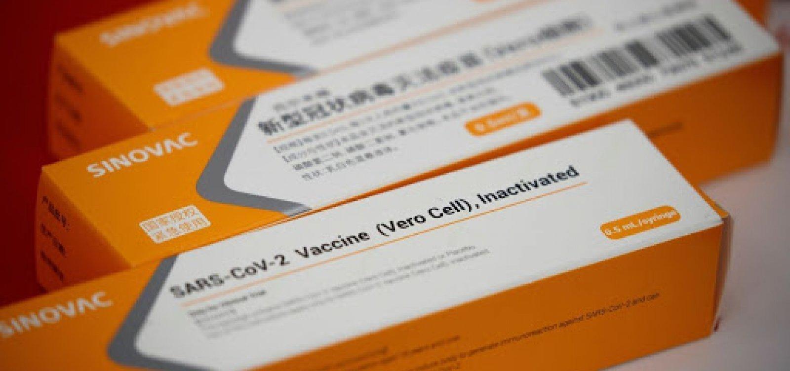 Governo deve assinar contrato para compra de 54 milhões de doses de CoronaVac na terça-feira