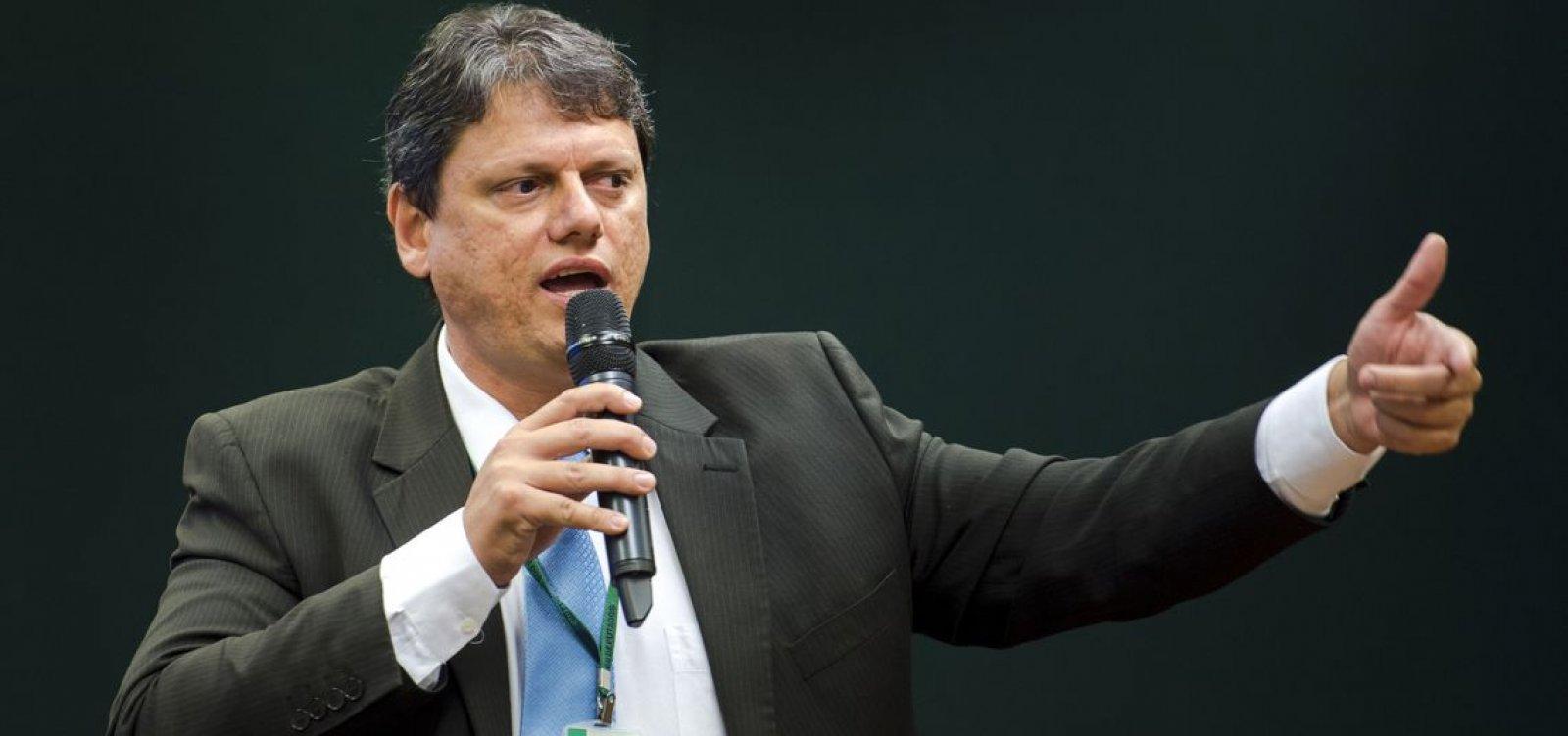 Áudio atribuído a ministro da Infraestrutura agita caminhoneiros na véspera da greve