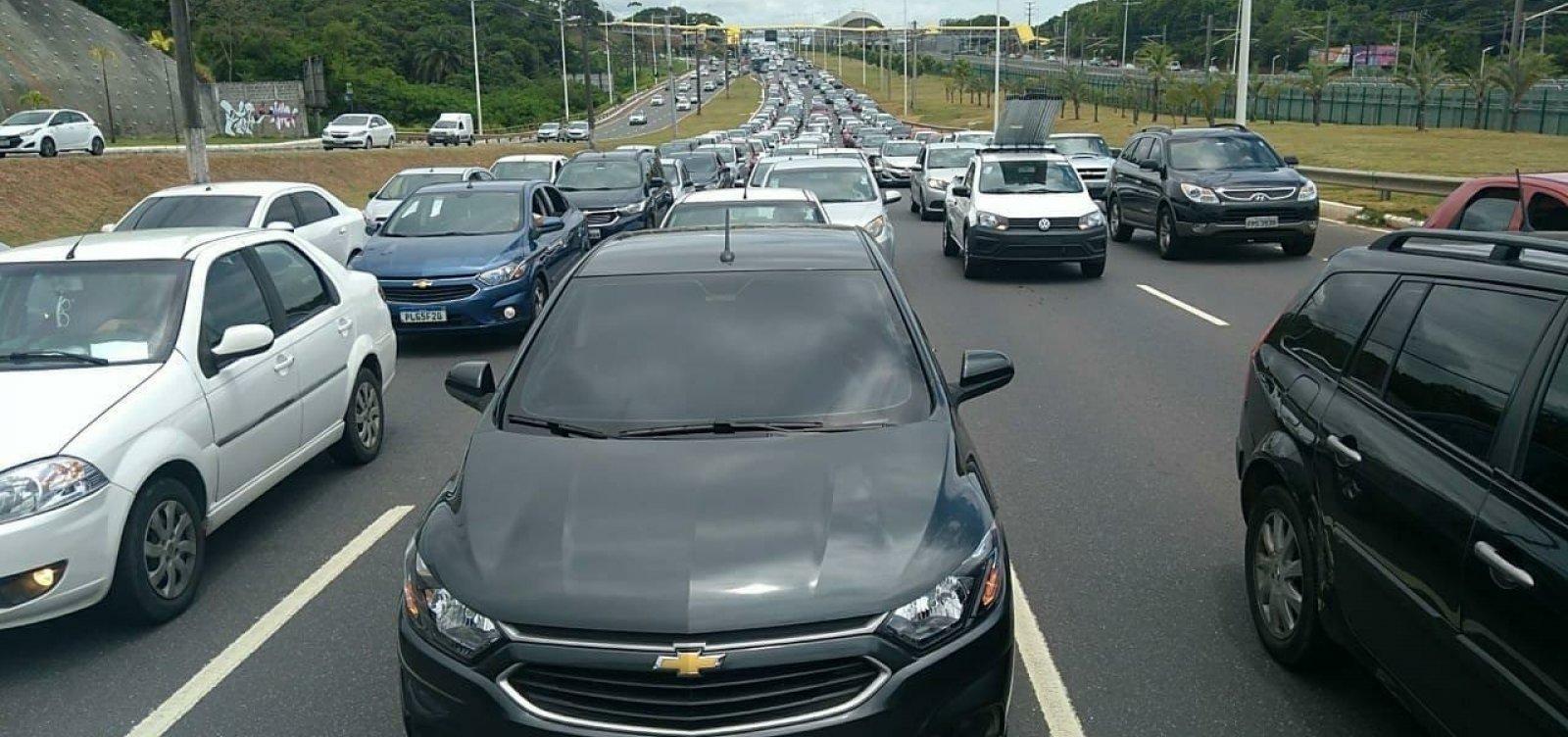 Motoristas de aplicativo fazem manifestação e causam engarrafamentos