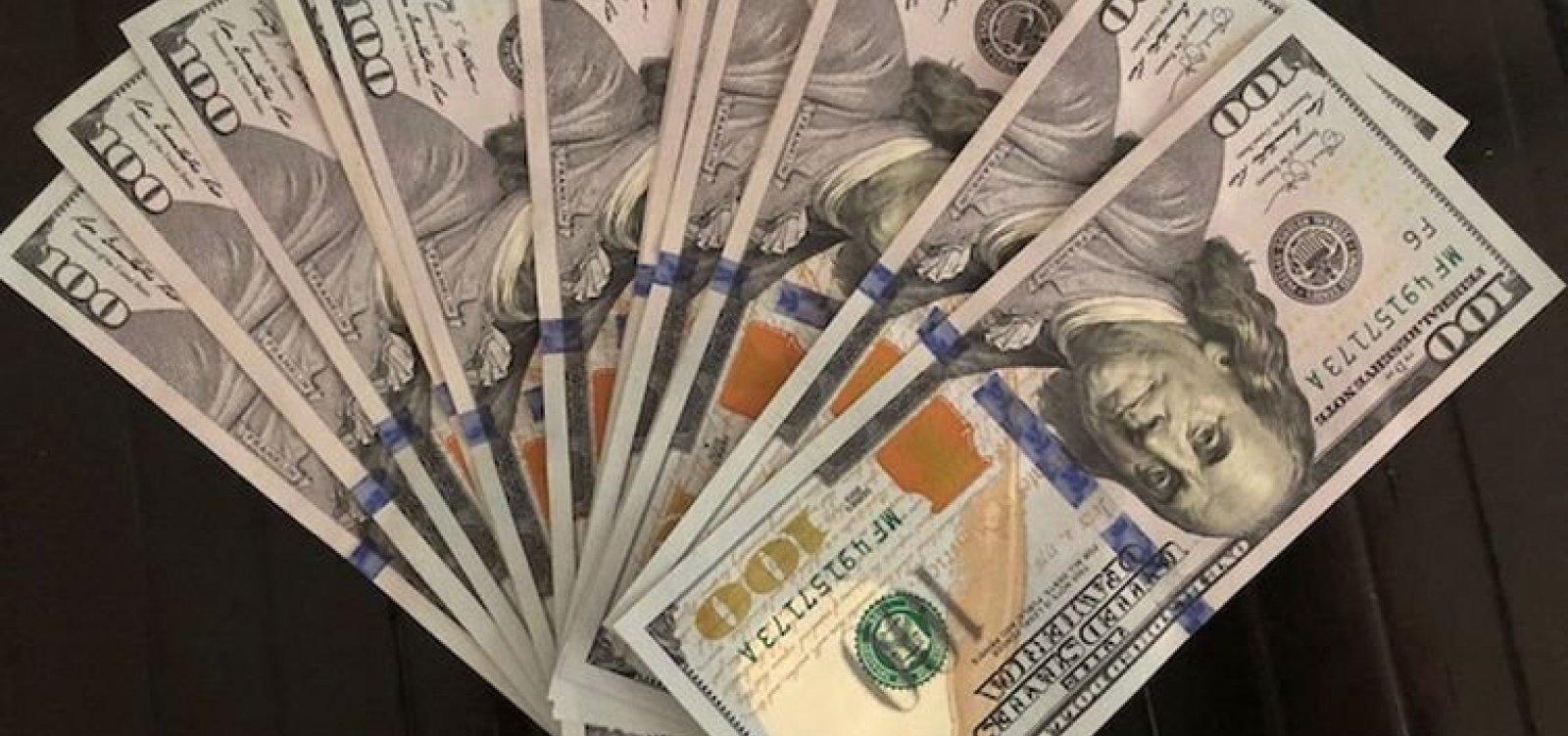 Dólar fecha em queda de 1,73% após eleições no Congresso