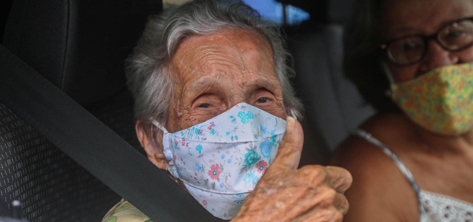 Mais de 50 mil idosos devem ser vacinados até o fim desta semana na Bahia