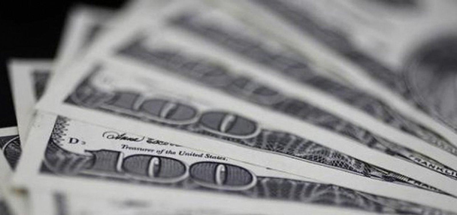 Com piora do exterior, dólar fecha em alta de 0,30%
