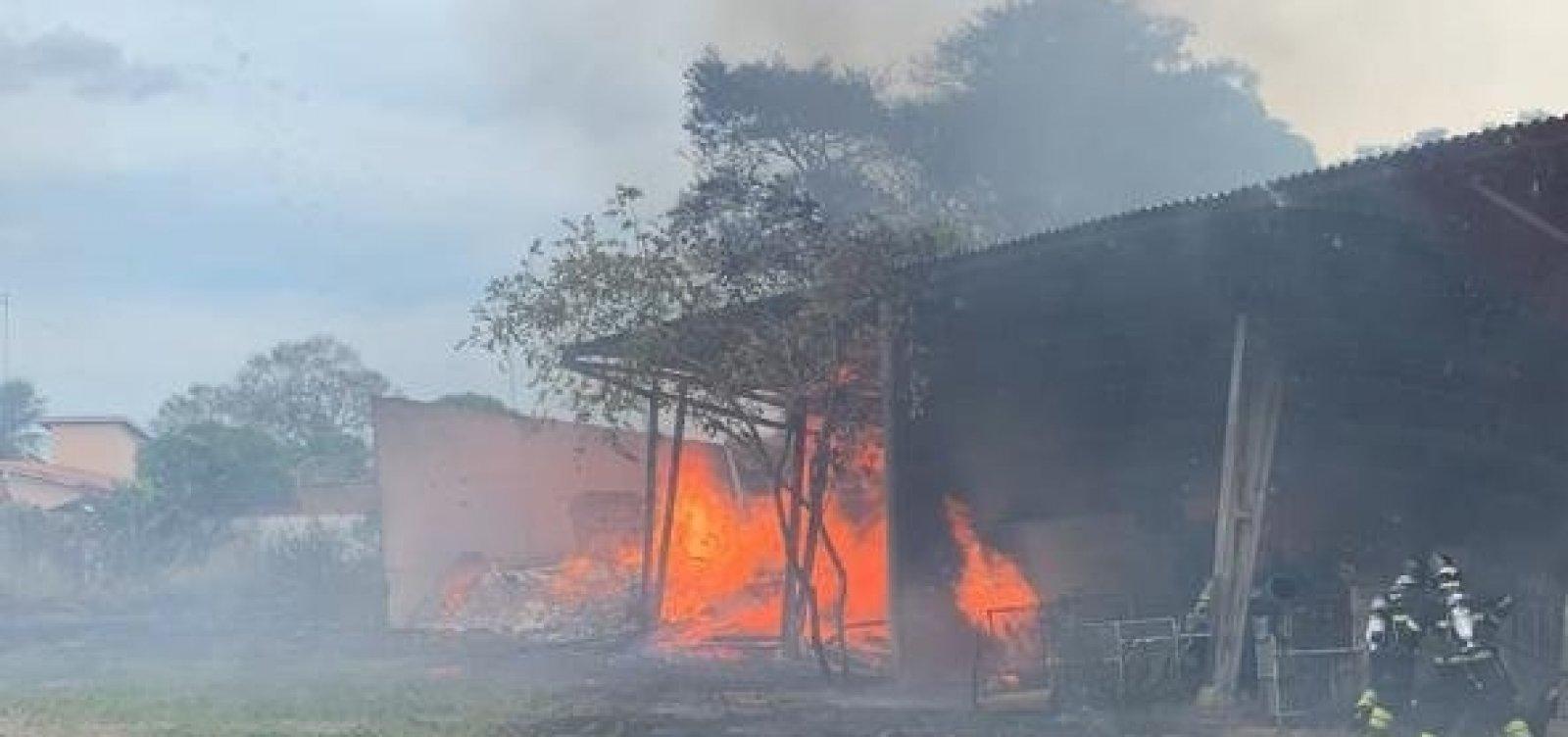 Incêndio atinge depósito do Dnit em Cruz das Almas