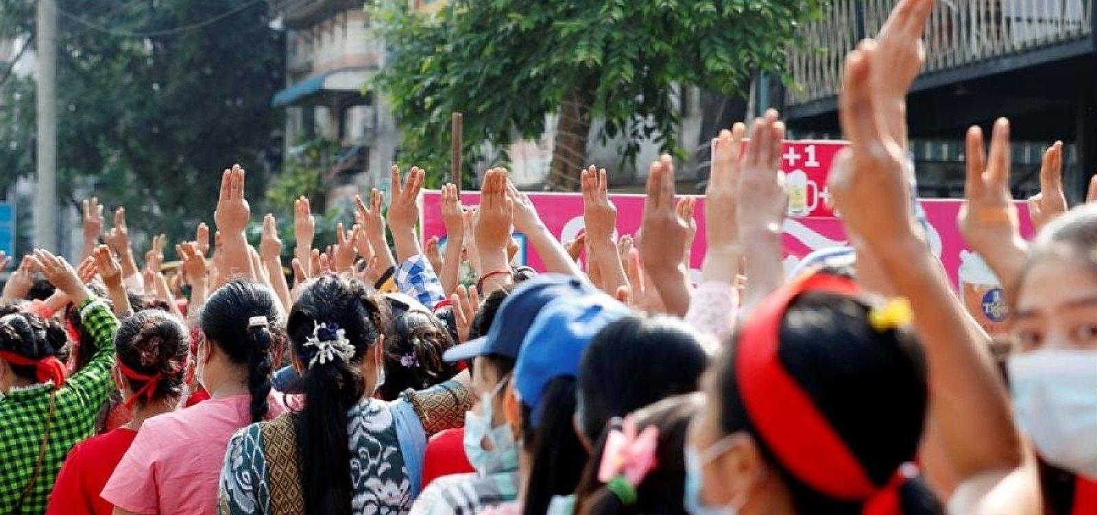 Manifestações em Mianmar reúnem milhares de pessoas contra o golpe de Estado