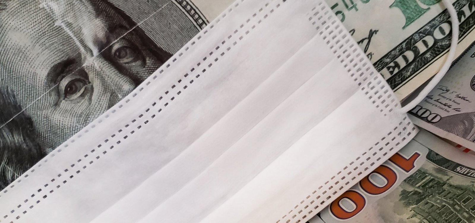 Com incertezas fiscais, dólar fecha em queda cotado a R$ 5,37