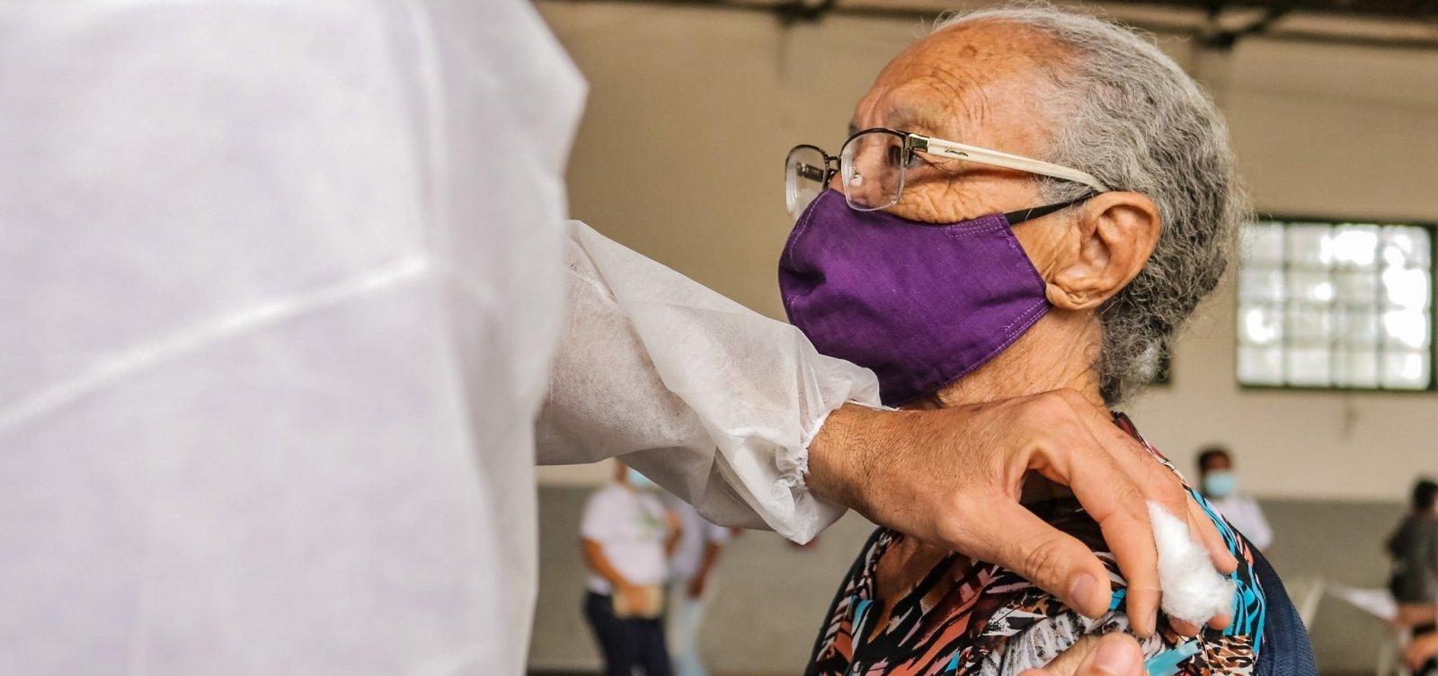 Vacinação de idosos acima de 84 anos acontecerá na próxima segunda-feira em Salvador