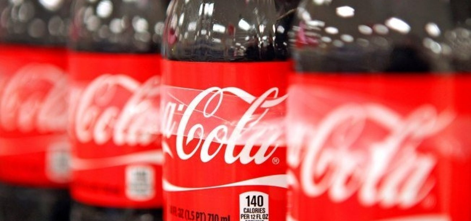 Bolsonaro dá R$ 1,6 bi para Coca e Ambev em manobra fiscal