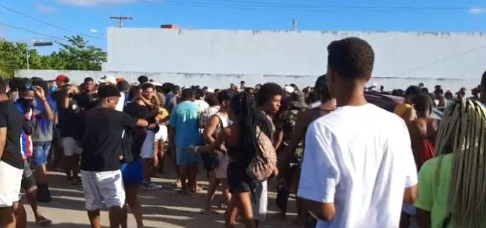 Polícia encerra festa clandestina com 400 pessoas em Itapuã