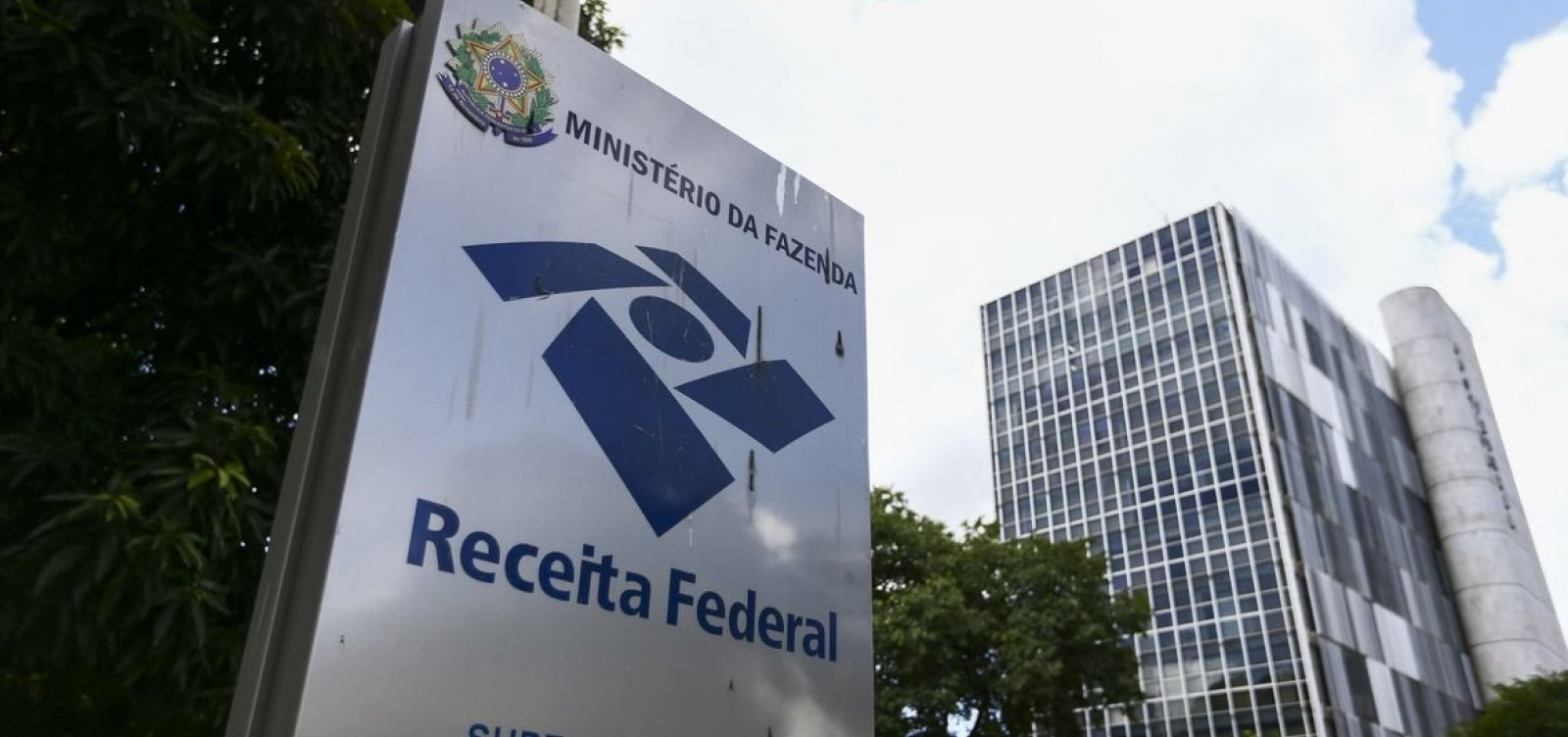 Promessa de Bolsonaro de ampliar faixa de isenção do IR custará R$ 74 bi aos cofres públicos