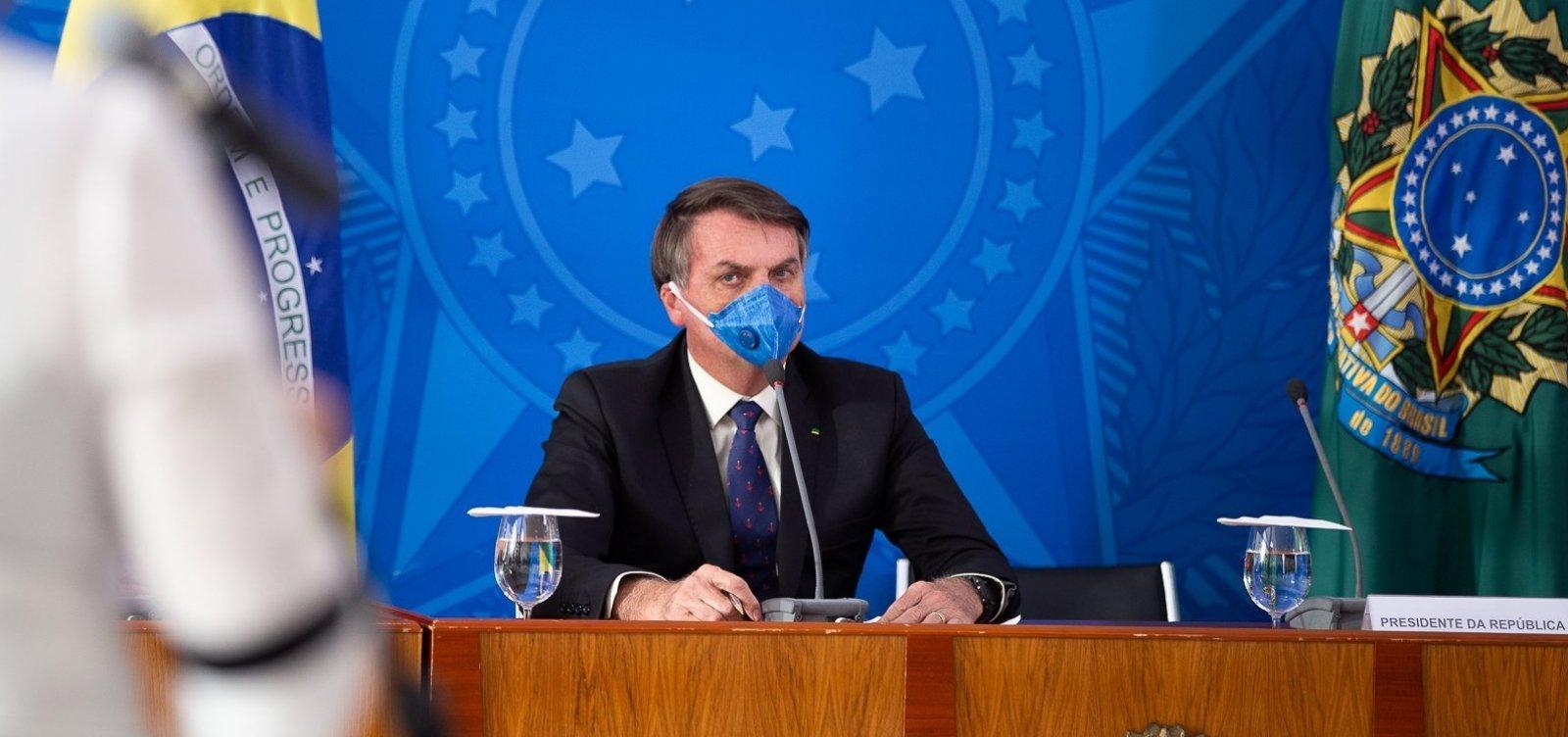 Bolsonaro critica Facebook, fala em tributar redes sociais e diz que 'o certo' é tirar jornais de circulação