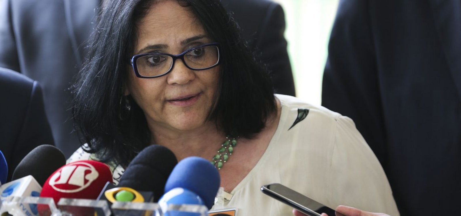 Damares elogia ministro da Saúde: 'Tenho que aplaudir o ministro Pazuello'