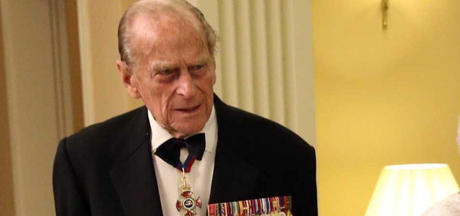 Príncipe Philip, é internado por 'medida de precaução' após se sentir mal