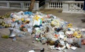Lixo na Barra causa polêmica entre internautas; Limpurb cita medida de contenção